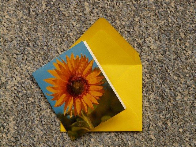 ひまわりが入ったポストカードの画像