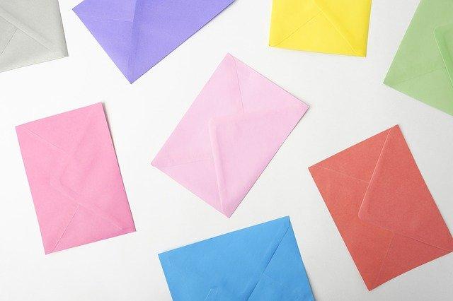 色とりどりの封筒