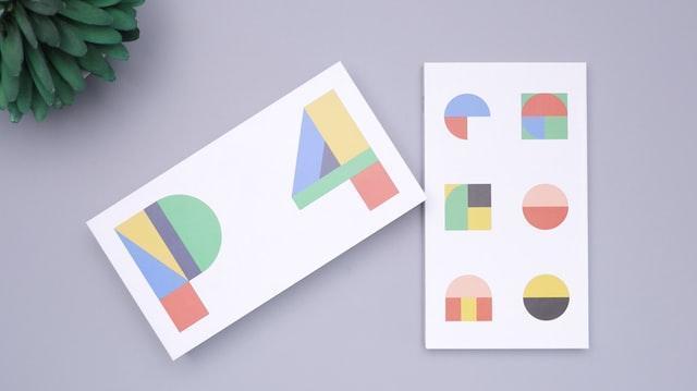 配色を確認する紙の画像